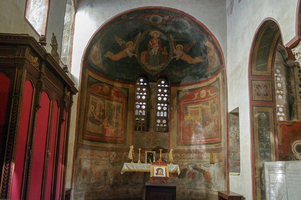 Starobylý kostel S Maria in Cosmedin v Římě uchovává mimo jiné lebku připisovanou římskému mučedníkovi svatému Valentýnovi.