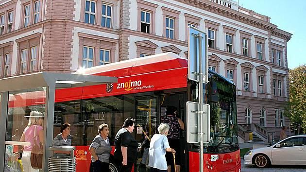 Městská hromadná doprava ve Znojmě. Ilustrační foto.