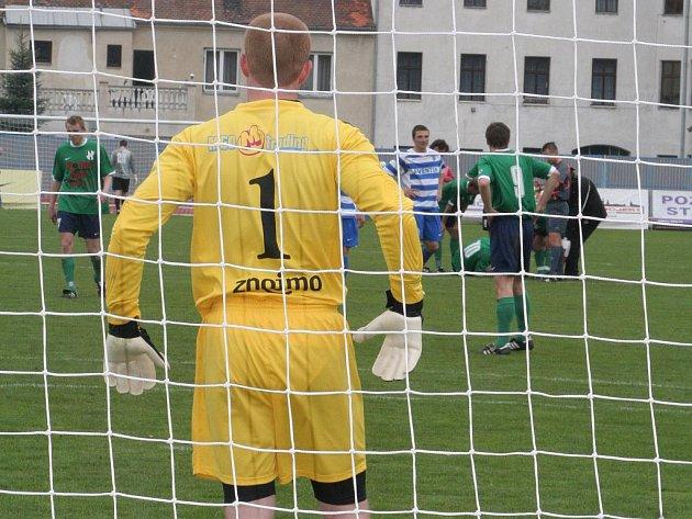 MSFL: 1. SC Znojmo (v pruhovaném) vs HFK Olomouc