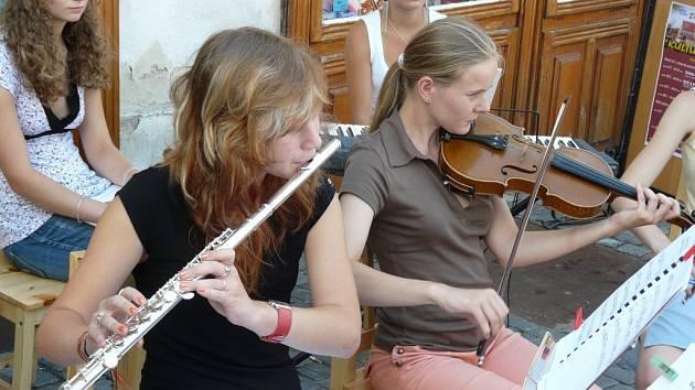 Festival zahájila hudba v ulicích