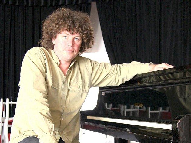 Dirigent a spolupořadatel festivalu Roman Válek.