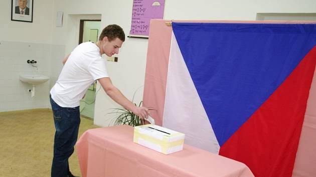 Podobně jako i na jiných středních školách v zemi si také studenti ze znojemské pedagogické školy a gymnázia na Pontassievské ulici vyzkoušeli prezidentské volby nanečisto.