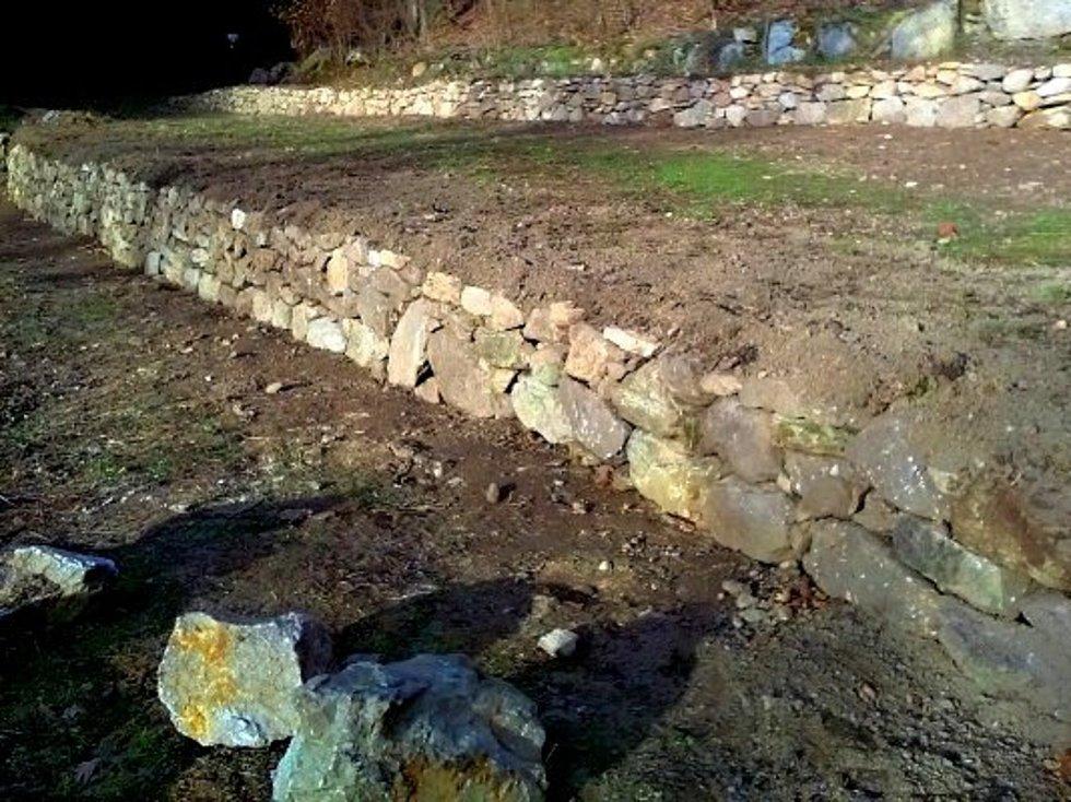 Terasami se završilo několikaleté úsilí správců parku o úpravu okolí Papírny.
