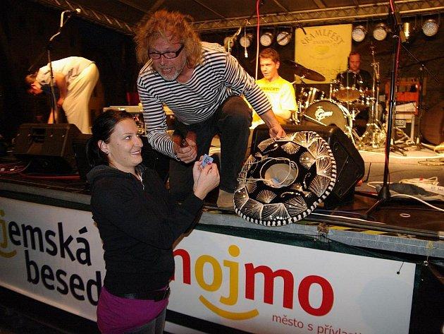 Znojemský Šramlfest má za sebou čtvrtý ročník. Navzdory nepřívětivému počasí byli organizátoři spokojeni. Každý den přišlo kolem čtyř set diváků, což je nejvíc v historii festivalu.