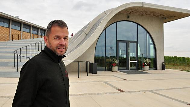 Vinařství Lahofer z Dobšic na Znojemsku se dostalo do finále světové architektonické soutěže MIPIM Awards konané ve francouzské Cannes. Na snímku ředitel vinařství Petr Chaloupecký