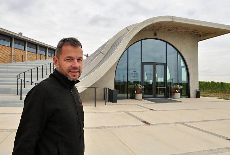 Vinařství Lahofer z Dobšic na Znojemsku se dostalo do finále světové architektonické soutěže MIPIM Awards konané ve francouzské Cannes. Na snímku majitel vinařství Petr Chaloupecký