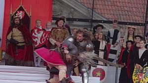 Do Znojma přijel po roce král Jan. Burčák a víno tekly proudem