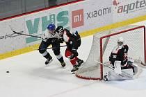 Hokejisté Znojma (v černém) zvítězili v sobotu v Kopřivnici. Tu porazili 4:2.