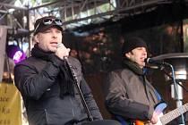 Známý zpěvák Petr Kolář zazpíval v centru Moravského Krumlova na akci Pohádkové Vánoce.
