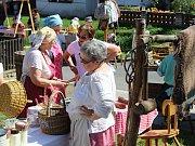 Slavnostní otevření doškové chalupy provázel i řemeslný jarmark.
