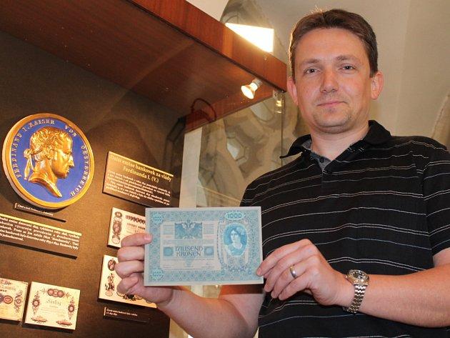 Expozice nejstarších papírových peněz je k vidění v minoritském klášteře ve Znojmě.
