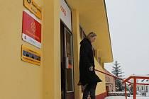 Lidé v Lechovicích si mohou zajít nakoupit a vyřídut záležitosti s poštou pod jednu střechu.
