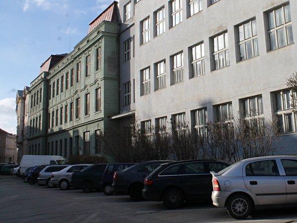 Školy ve Znojmě šetří. Kvůli snížení nákladů na provoz opouštějí některé budovy svých internátů iněkteré odloučené školní budovy.