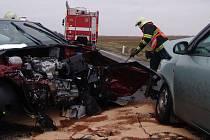 Nejnebezpečnějším úsekem ve znojemském regionu je hlavní tah mezi Znojmem a Brnem. Začátkem března se tam srazila u oleksovické křižovatky tři auta. Při nehodě se zranili tři lidé. Minulou neděli zemřeli na jiném místě čtyři lidé.