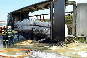 Na Znojemsku hořel návěs kamionu.