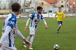 První dějství skončilo pro hráče 1. SC (v bílém) i Fastavu 1:1. Vítězný gól na 2:1 pro Znojmo vstřelil Moravec.