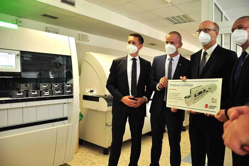 Unikát ve střední a východní Evropě. Superrychlý a výkonný automat na rozbor krve a tělních tekutin zprovoznili v Nemocnici Znojmo. Nemoci odhalí do půl hodiny.