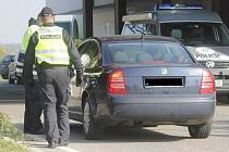 Policie kontroluje auta na všech čtyřech bývalých hraničních přechodech na Znojemsku. Na snímcích Hatě a Hnanice.