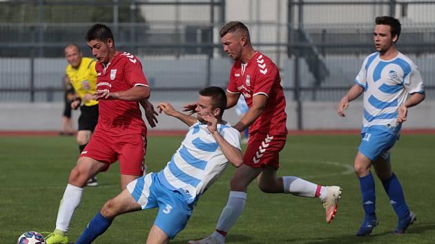 Fotbalisté Přímětic (modří) už se chystají na další ročník v I. B třídě. Těší se na derby s městským rivalem, týmem FK Znojmo.