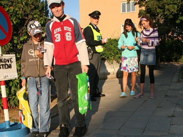 První školní den hlídali policisté přechody