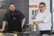 Už podruhé se vedoucí školního stravování a kuchařky ve Znojmě přiučily moderním trendům vaření.
