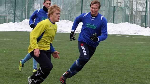 I přes mráz a sníh fotbalové týmy nezahálejí a pečlivě se připravují na jarní část sezony. V sobotu spolu poměřili síly fotbalisté Jevišovic hrající 1. A třídu a družstvo z Moravského Krumlova působící v krajském přeboru.