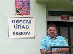 Starostou příhraničního Bezkova je sedmačtyřicetiletý Jaroslav Kučera.