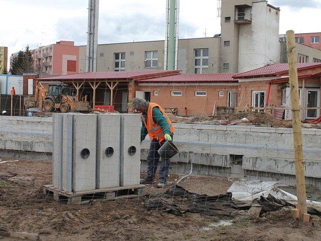 Moravský Krumlov už staví městské koupaliště. Vzniká v lokalitě Sídliště a začít fungovat by mělo letos v létě.