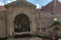 Desítky let opuštěný kapucínský klášter nyní Úřad pro zastupování státu nabízí do prodeje.