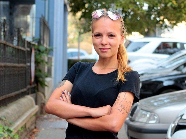 Dvacetiletá sportovkyně Hana Křivánková se před časem vrátila kfotbalu. Předtím se dvanáct let věnovala bojovému umění taekwon-do.