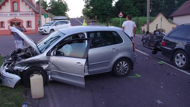 Pět zraněných a škodu přes čtyři sta tisíc korun si vyžádala nehoda u Vrbovce poslední srpnový večer.