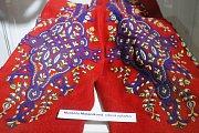 Všechny dosavadní držitele titulu Mistr tradiční rukodělné výroby Jihomoravského kraje a celostátního titulu Nositel tradice lidových řemesel z Jihomoravského kraje představuje výstava Nositelé tradic v Jihomoravském muzeu ve Znojmě.