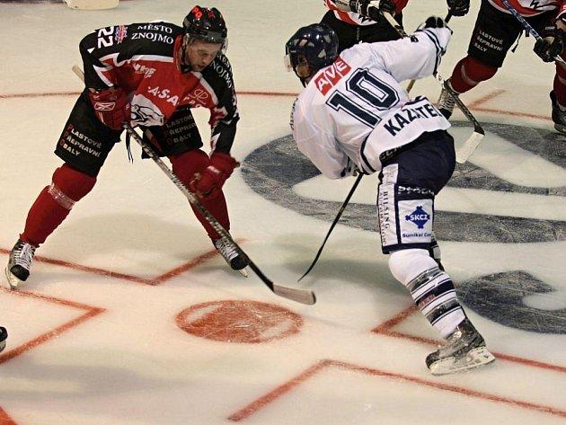 Znojemští hokejisté vyšli v dalším kole první ligy ve Vrchlabí naprázdno. Nedokázali totiž odolat závěrečnému tlaku domácích, ze kterého Vrchlabí vytěžilo dvě branky a zvítězilo 2:1.
