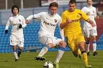 Cenný skalp vedoucího týmu tabulky MSFL Znojma získali hráči rezervy ostravského Baníku. Domácí totiž na Bazalech vyhráli 2:0.