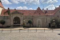 Desítky let opuštěný kapucínský klášter ve Znojmě.