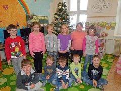 Žáci první třídy ze Základní školy Hiorní Dunajovice. Třídní učitelkou je Lenka Czehovská.