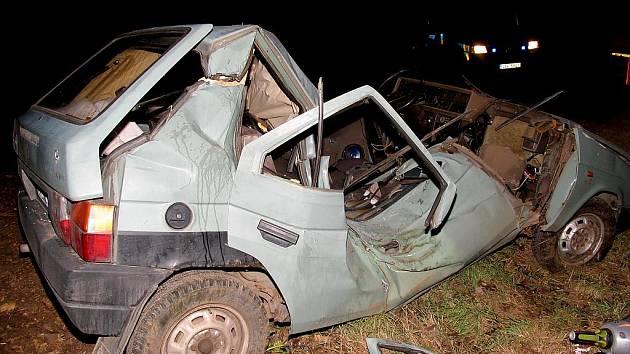 Při noční havárii mezi u Suchohrdel u Miroslavi zahynul  šestadvacátého prosince 2011 mladý řidič.