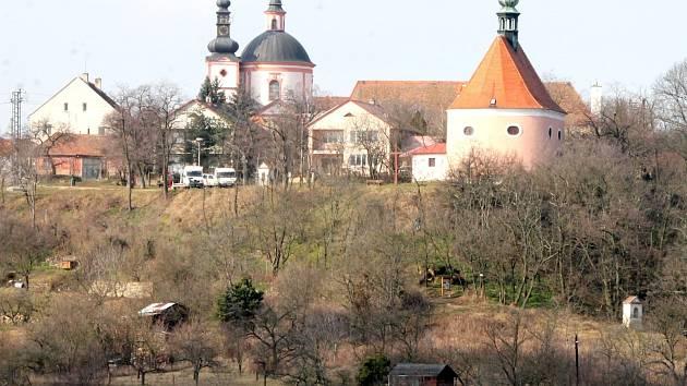 Z Gránického údolí vede křížová cesta do znojemské městské části Hradiště.
