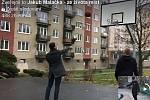 Z projektu Tvoříme Znojmo vzniklo i toto nové basketbalové hřiště.