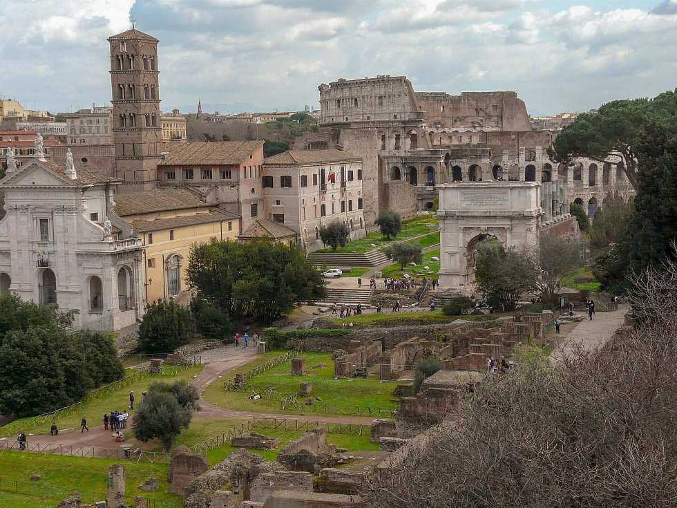 Pohled z Palatinu na Forum Romanum.