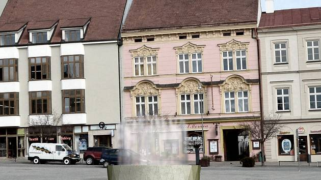 Koruna Znojma je vítězný návrh podoby nové kašny na Horním náměstí ve Znojmě od architekta Štěpána Matějky.