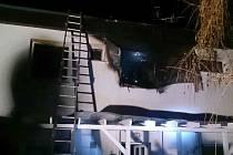 Požár v prvním patře rodinného domu v Šanově na Znojemsku. Oheň zasáhl hned několik místností. Škoda zřejmě dosáhne milionu korun. Obyvatelka domu skončila v nemocnici.