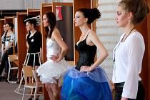 Budoucí kadeřníci a kosmetičky změřili své síly v soutěži Šarm 2015, kterou již po šesté pořádala Střední odborná škola a Střední odborné učiliště v Přímětické ulici ve Znojmě.