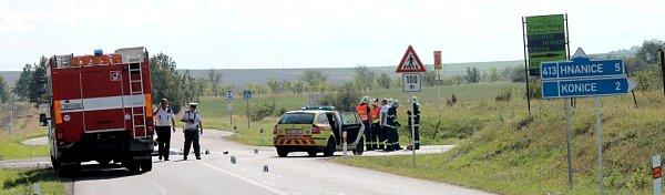 Tragická nehoda uKonic skončila smrtí motorkáře.