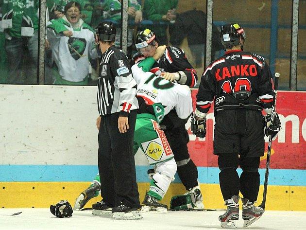 Znojemští hokejisté v utkání s Lublaní.