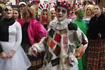 Průvod stovky veselých maškar centrem Znojma ohlásil v úterý odpoledne závěr masopustního veselí.