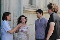 Mladá francouzská režisérka Constance Larrieu (s dlouhými tmavými vlasy po boku prezidenta fesitvalu Jiřího Ludvíka) bude ve Znojmě režírovat komická operu Platée aneb žárlivá Juno.