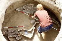 Na trase budoucího obchvatu Znojma našli archeologové další hroby a kostry.