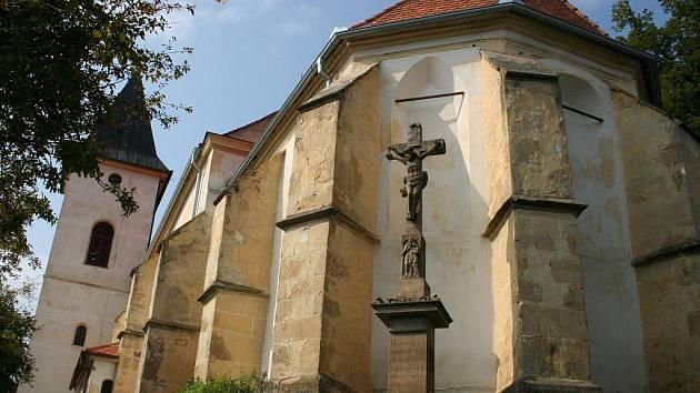 Dominantou obce je kostel Narození pany Marie.