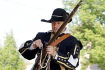 O tom, že městská část Znojma Hradiště není jen o Velké Moravě, ale také o 17. století, přesvědčují přímo v okolí tamního muzea mušketýři i markytánka, kteří zvou turisty k prohlídce expozice.